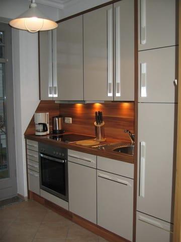 Die vollständig eingerichtete Küche.
