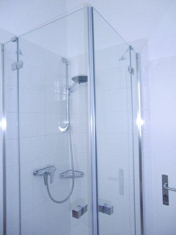 ... Echtglas-Duschkabine, niedrigem Einstieg, flacher Duschwanne