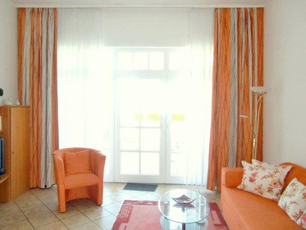 Wohnraum mit Balkon zur Ostsee