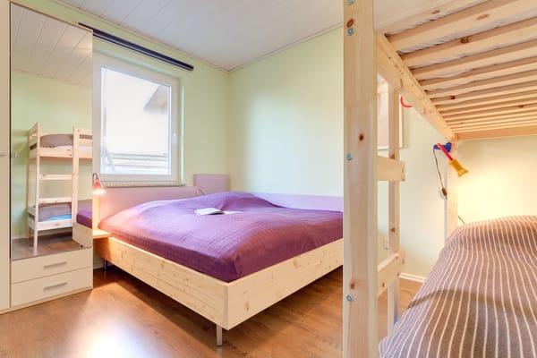 1. Schlafzimmer mit Doppelstockbett