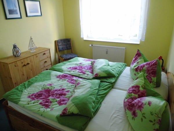 Schlafzimmer mit viel Stauraum für Ihre Sachen
