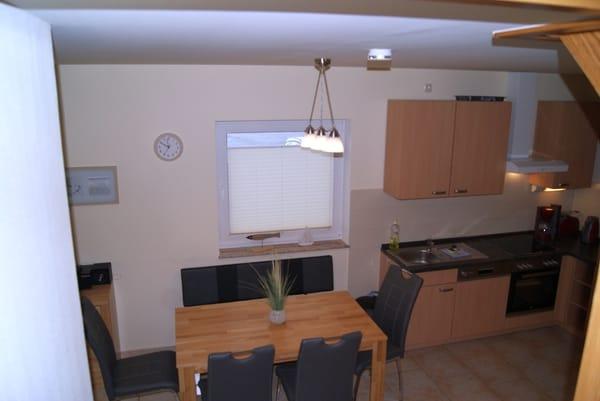 Blick von der Treppe in die Küche