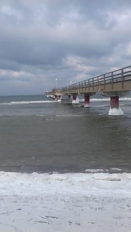Seebrücke Prerow im Winter