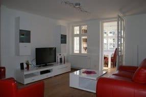 Wohnzimmer mit Zugang zur Loggia