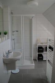 helles frisches Badezimmer