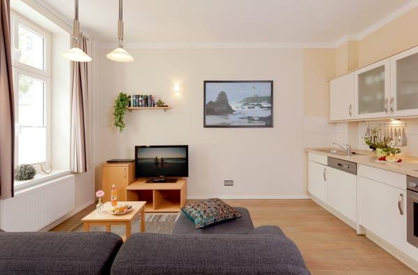 Im Appartement Nr. 1residieren bis zu 4 Personen ebenerdig auf 48 Quadratmetern. Wohnbereich mit Flachbild-TV / DVD-Player-die für unterhaltsame Stunden für Sie bereitstehen.