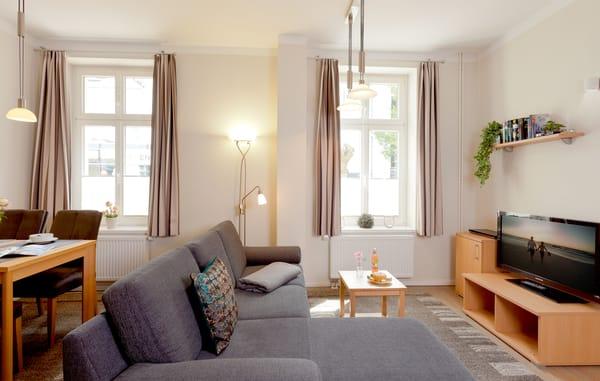 Wohnbereich mit Flachbild-TV / DVD-Player-die für unterhaltsame Stunden für Sie bereitstehen.