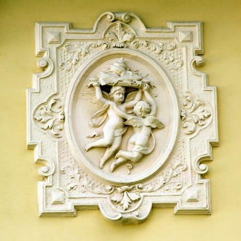 Stuck-Detail an der Villa Kaiserhof, Denkmalschutz entsprechend saniert