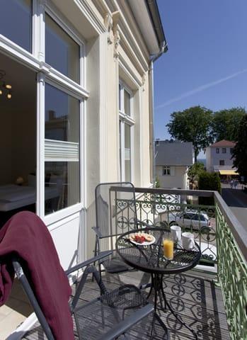 Der Balkon mit Süd-Östlicher-Ausrichtung lädt zum Sonnenbaden ein.