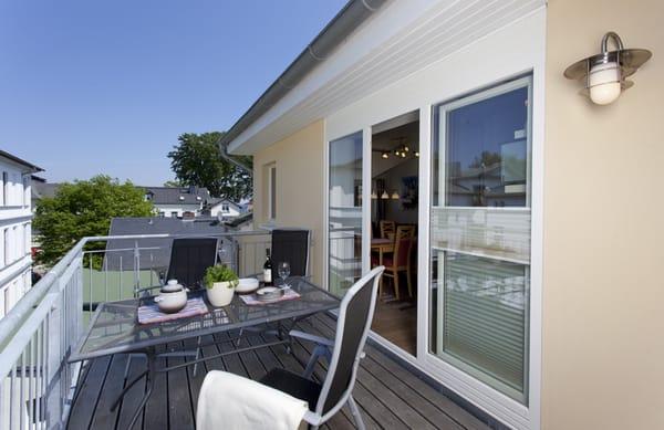 In der Sonne sitzen und mit der Familie oder Freunden die kostbare Zeit draußen genießen - Ihre Dachterrasse macht es möglich.