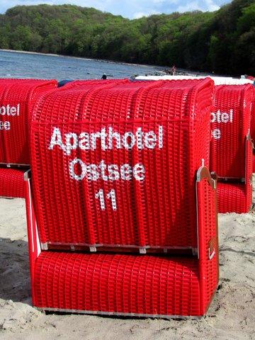 AHOI-Wohnung 402222-11 im Aparthotel Ostsee bietet von Mai bis September diesen STRANDKORB ohne Aufpreis