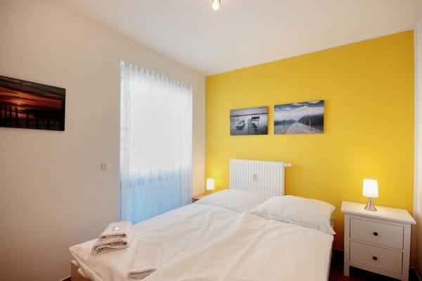 2. Schlafzimmer mit französischem Doppelbett 1,40 m breit