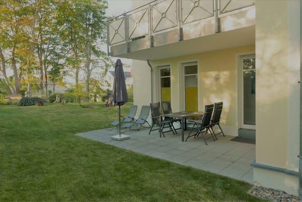 18 qm Südterrasse, nicht einsehbar. Komfortable Gartenmöbel-Ausstattung.