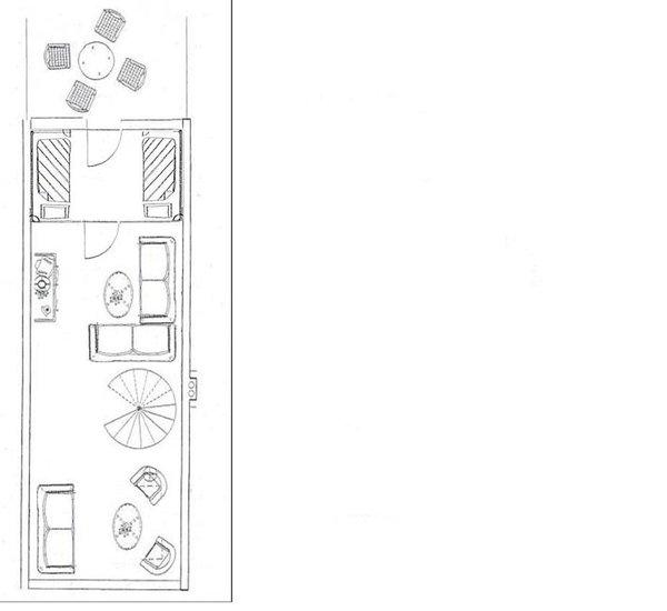 Grundriß Ebene 2 mit Wohnbereich/Lounge, dem kleinem Schlafzimmer, Dachterrasse, eine Wendeltreppe verbindet die beide Ebenen