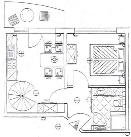 Grundriß Ebene 1 mit dem Hauptschlafzimmer, Küchenbereich und Badezimmer