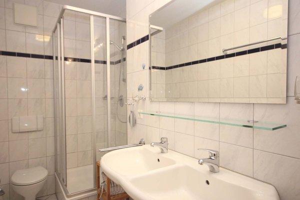 Bad mit Doppelwaschbecken / Du / WC