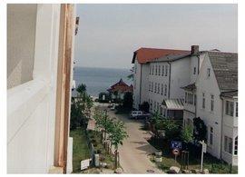 Ihre Ferienwohnung 1RB11 liegt im 2. Obergeschoss der Villa Seydlitz und verfügt über einem schönen Süd-Ost Balkon.