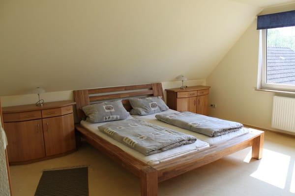 Schlafzimmer1 19qm mit Doppelbett