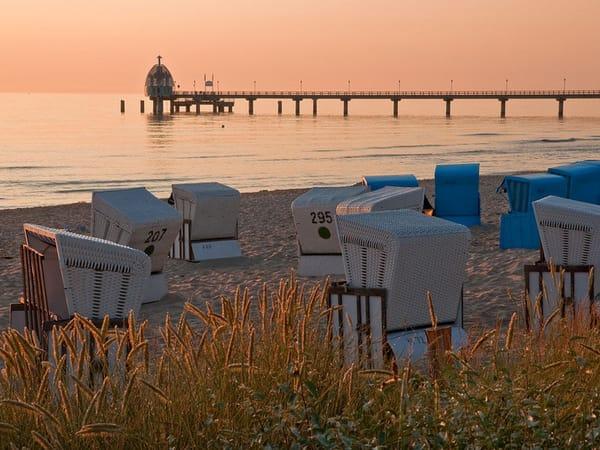 Ostseestrand Zinnowitz mit Seebrücke und Tauchgondel