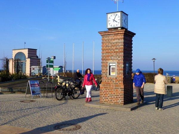 Strandpromenade um 4 Minunten nach 4.