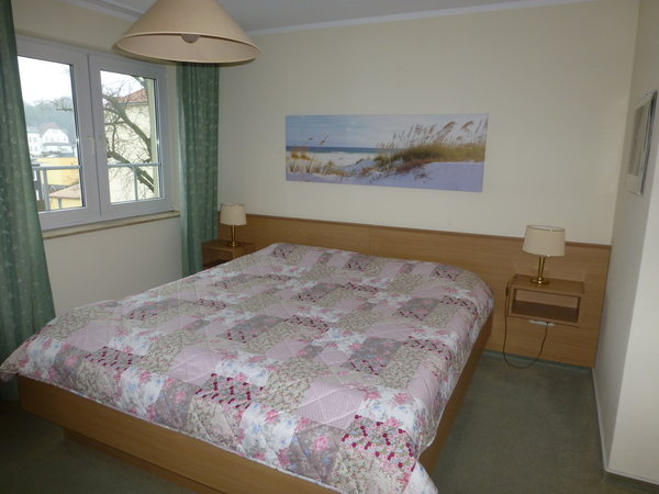 Schlafzimmer mit Doppelbett, 2 x 0,90 x 2,00m