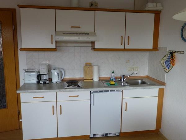 Küchenzeile, Herd mit zwei Platten.