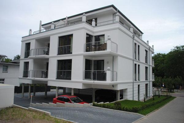 Parkbereich am Haus