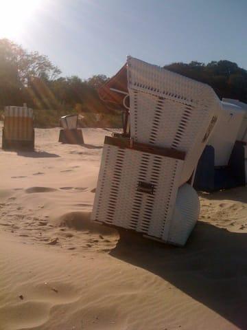 Einen Strandkorb gibt es kostenfrei dazu