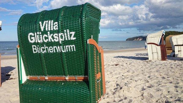 Von Mai bis September ist ein Strandkorb am Strand für Sie kostenfrei reserviert.