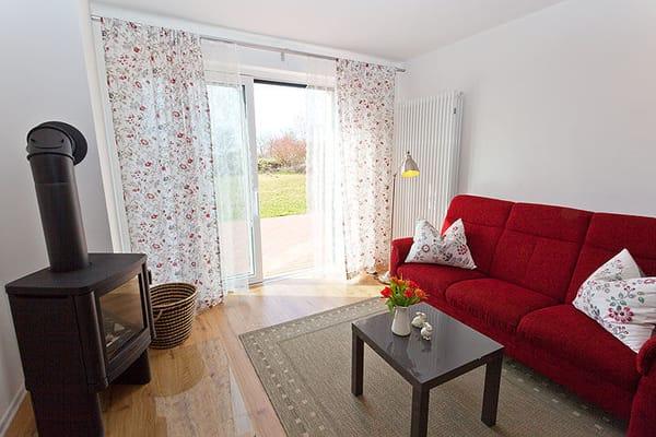 separates Schlafzimmer mit grossem Doppelbett