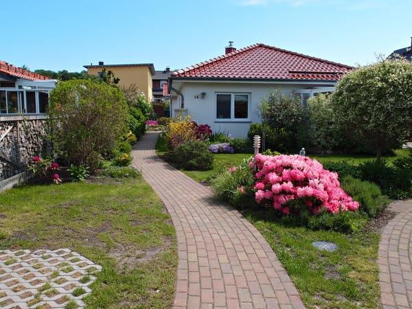Gartenweg zu Ihrem Ferienhaus