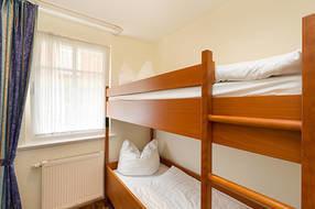 ... und das kleine Kinderschlafzimmer. Die Matratzen im Etagenbett haben die Maße 0,70 x 1,80m.