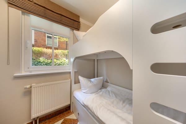 Das kleine Kinderschlafzimmer mit Etagenbett (Liegeflächen 0,70 x 1,80m).