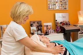 Im hauseigenen Kosmetik- und Massagestudio können Sie Ihre Wellnessbehandlung buchen.
