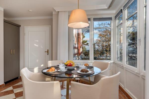 Genießen Sie Ihr Frühstück mit schönem Ausblick ...
