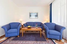 Auf der Couch kann die Aufbettung für 1 Erwachsenen oder 2 Kinder erfolgen.