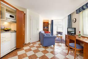 ... Küchenzeile, Flat-TV, Stereoanlage und kostenfreien WLAN-Anschluß.