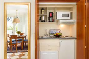 Die Küchenzeile verschwindet nach getaner Arbeit im Schrank.