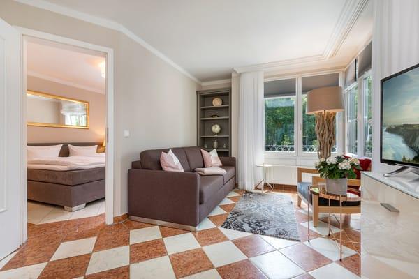 Auf dem Sofa kann für 1 Erwachsenen oder 2 Kinder aufgebettet werden.