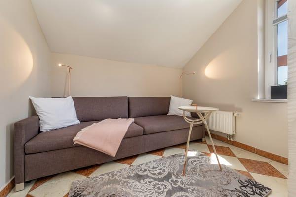 Auf der Couch kann für 1 Erwachsenen oder 2 Kinder aufgebettet werden.
