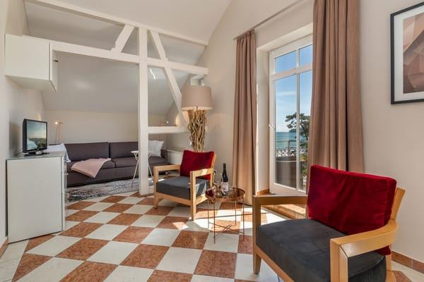 Das Wohnzimmer hat Flachbild-TV und kostenfreien WLAN-Anschluß.