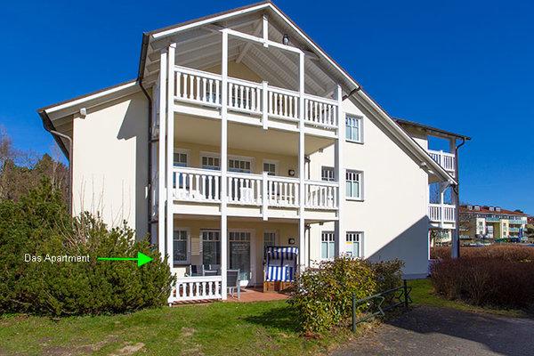 Gemüdlicher Wohnbereich mit Essecke und Fehnseher. Zugang zur Terrasse