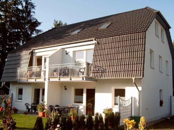 Terrassenwohnung rechts mit wohnungseigenem Fahrradständer