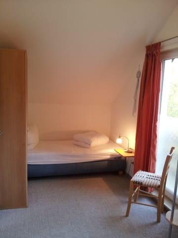 3. Bett im Schlafzimmer