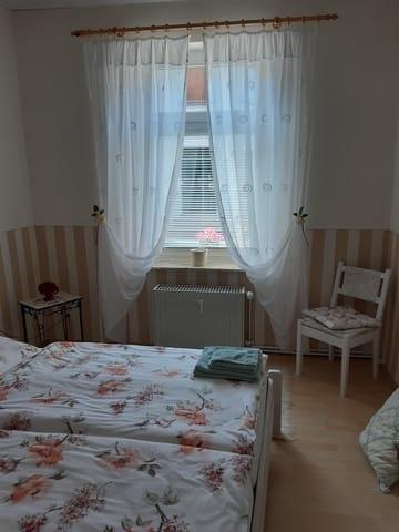 Teil vom Schlafzimmer, Fensterfront