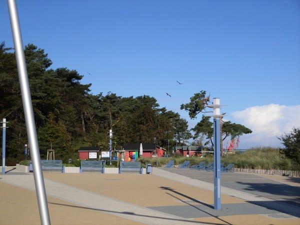 Strandpromenade Zempin mit Fischerhütten