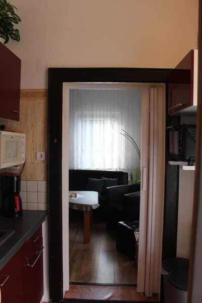 Blick vom Koch-/Flurbereich in den Wohnbereich