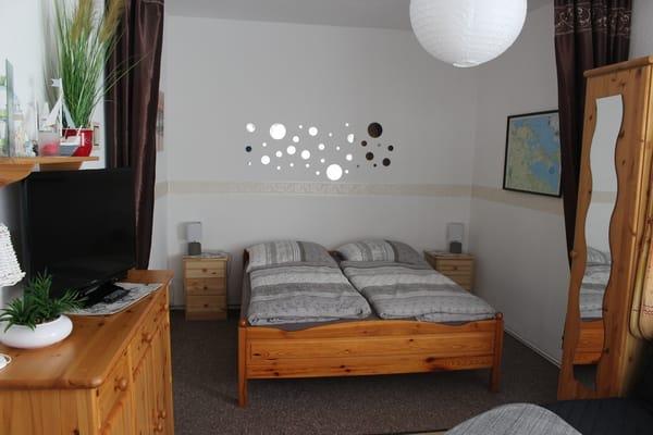 Blick vom Wohnbereich in den Schlafbereich