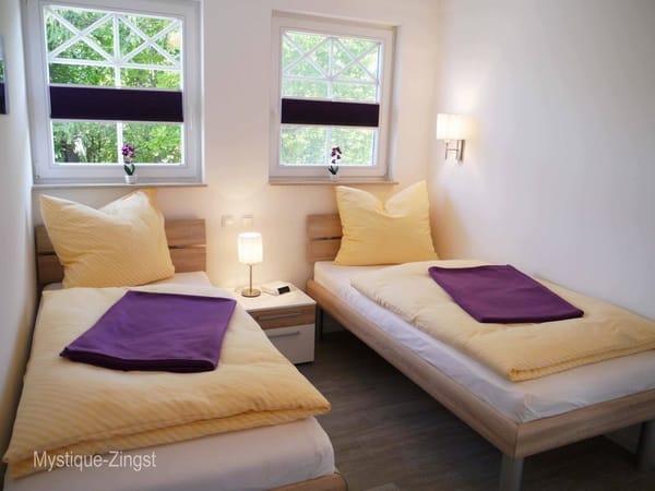 Einzelbett-Zi. mit fertig bezogenen Betten