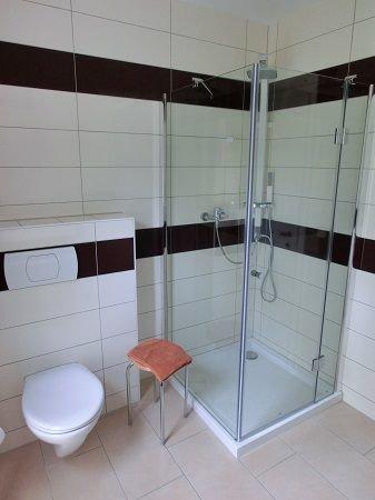 Bad mit Dusche u. WC